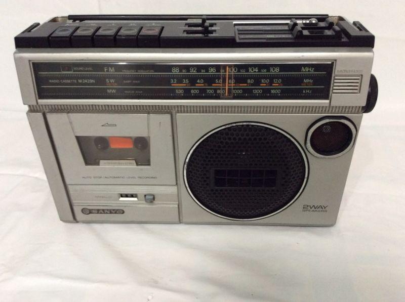 -radio-gravador-sanyo-japan-funciona-tudo-80s-D_NQ_NP_615644-MLB29108126737_012019-F